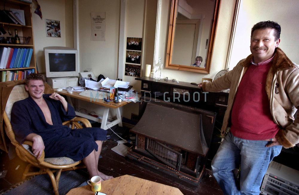Groningen, 13-01-2004: WIM BULTEN, huisjesmelker van het jaar bij één van zijn makerhuurders in huis. (Foto: Michel de Groot)