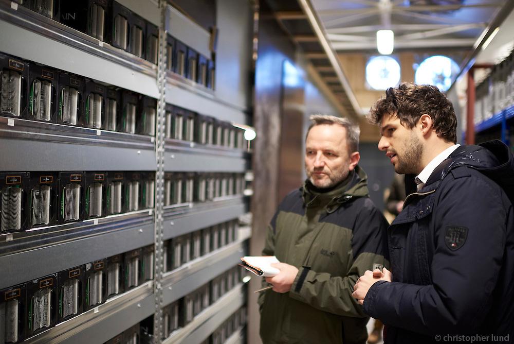 Manfred Dworschak of Der Spiegel interviews Marco Streng at Genesis Mining Bitcoin mining facility in Keflavík Iceland.