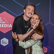 NLD/Amsterdam/20190613 - Inloop uitreiking De Beste Social Awards 2019, Bram Krikke en partner Didi van Renswoude