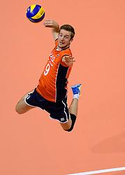 20150620 NED: World League Nederland - Portugal, Groningen<br /> De Nederlandse volleyballers hebben in de World League het vierde duel met Portugal verloren. Na twee uitzeges en de 3-0 winst van vrijdag boog de ploeg van bondscoach Gido Vermeulen zaterdag in Groningen met 3-2 voor de Portugezen: (25-15, 21-25, 23-25, 25-21, 11-15) / Ewoud Gommans #9