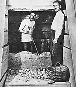 Howard Carter (left) reached the entrance to Tut'ankhamun's tomb at Luxor 1922-3