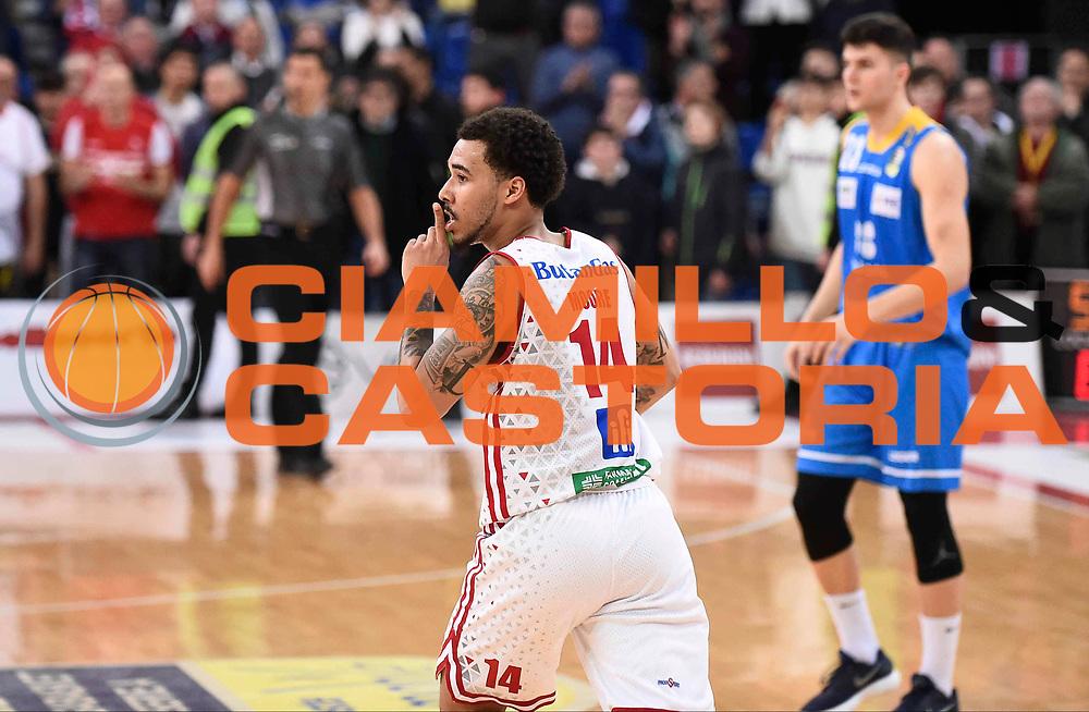 Esultanza Moore Dallas<br /> Victoria Libertas Pesaro - Betaland Capo d'Orlando<br /> Lega Basket Serie A 2017/2018<br /> Reggio Emilia, 11/03/2018<br /> Foto A.Giberti / Ciamillo - Castoria