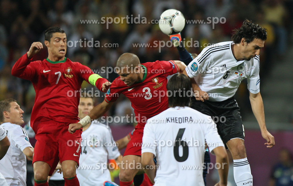 09.06.2012, Metalist Stadion, Charkiw, UKR, UEFA EURO 2012, Niederlande vs Daenemark, Gruppe B, im Bild CRISTIANO RONALDO, PEPE (POR), MATS HUMMELS (GER) // during the UEFA Euro 2012 Group B Match between Germany and Portugal at the Arena Lviv, Lviv, Ukraine on 2012/06/09. EXPA Pictures © 2012, PhotoCredit: EXPA/ Newspix/ Tomasz Jastrzebowski..***** ATTENTION - for AUT, SLO, CRO, SRB, SUI and SWE only *****