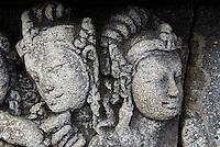 Indonesie. Île de Java. Mandala de Borobodur, Stupa bouddhiste construit au 9e siécle. Patrimoine mondial de l'UNESCO. Environ 1460 panneaux de bas-reliefs. // Indonesia. Java island. Indonesia, Java, Borobudur Buddhist stupa. The Borobudur stupa dates to the ninth century A.D. UNESCO world heritage. Around 1460 relief sculpture.