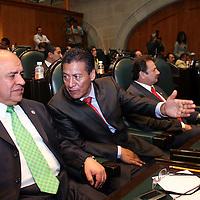 TOLUCA, Mexico.-  Aarón Urbina Bedolla Coordinador de la Junta Politica y Marco Manuel Castrejón Morales, durante el inicio del tercer periodo de sesiones extraordinarias en la camara de diputados. Agencia MVT. José Hernández.  (DIGITAL)