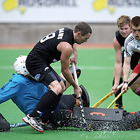 MELBOURNE - Champions Trophy men 2012<br /> New Zealand v England<br /> foto: George Pinner saver before Phil Burrows.<br /> FFU PRESS AGENCY COPYRIGHT FRANK UIJLENBROEK
