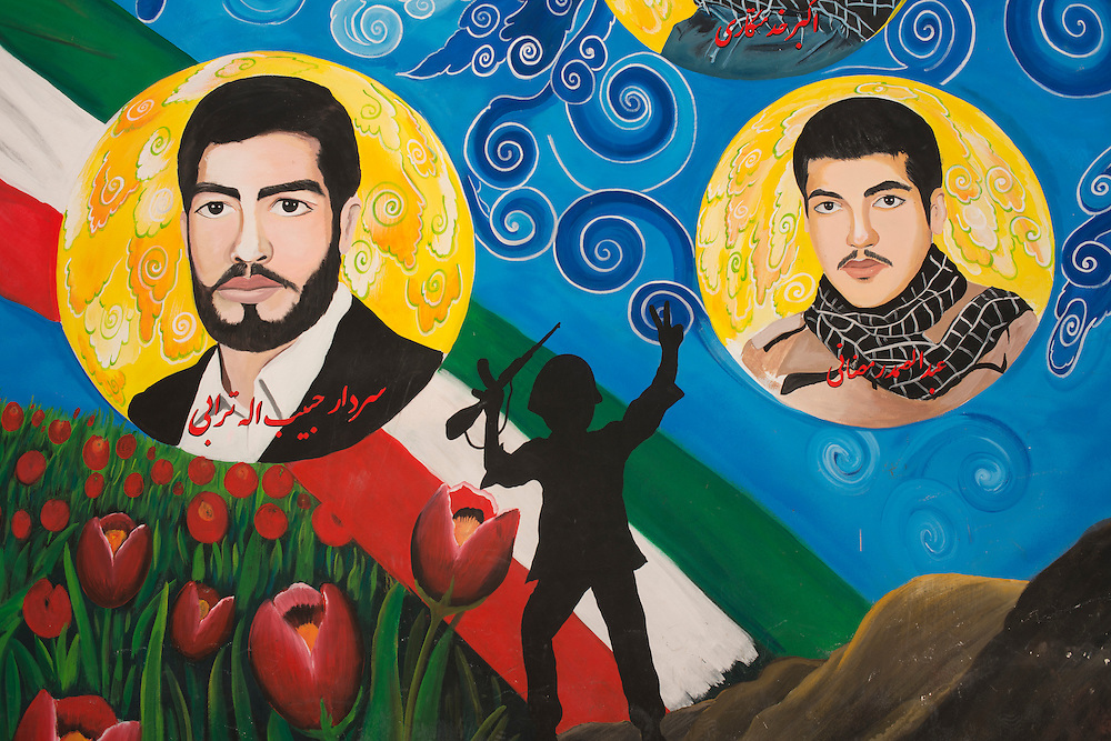 Wall paintings, effigies are ubiquitous in Iran, they glorify the heroes of the Iran-Iraq war or those of the 1979 revolution.