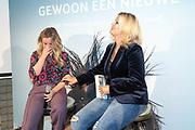 2018, Oktober 23. Soho House, Amsterdam. Boekpresentatie van Dan Neem Je Toch Gewoon Een Nieuwe, van Antoinette Scheulderman. Op de foto: Fatima Moreira de Melo en Antoinnette Scheulderman
