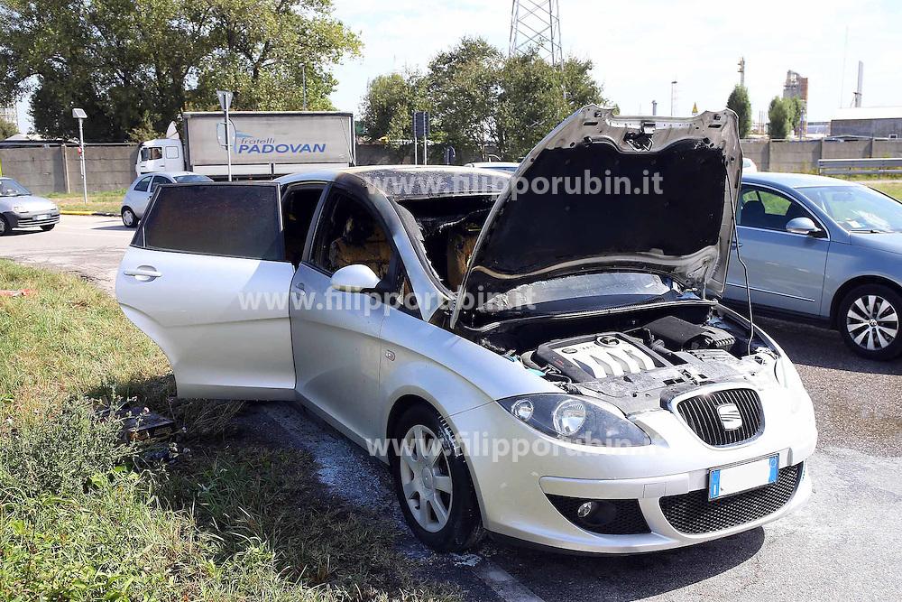 AUTOMOBILE A FUOCO ROTONDA VIA ERIDANO