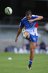 Dillyn Leyds of the DHL Stormers kicks the ball during his warm up during the Vodacom Super Rugby match between the DHL Stormers and the Emirates Lions at DHL Newlands in Cape Town, South Africa, Saturday May 26 2018. <br /> (Roger Sedres/ANA)