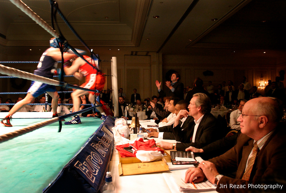"""UK ENGLAND LONDON 2DEC04 - Referees and guests observe the fight of Linklaters lawyer James """"Atomic"""" Burch (29, blue) against restaurateur Michael """"The Demon"""" Keenan at the London Mariott Hotel, Mayfair. The high-adrenaline contact sport of White Collar Boxing originated in New York 17 years ago and attracts mostly young males from the financial, legal and medical professions.....jre/Photo by Jiri Rezac ....© Jiri Rezac 2004....Contact: +44 (0) 7050 110 417..Mobile:  +44 (0) 7801 337 683..Office:  +44 (0) 20 8968 9635....Email:   jiri@jirirezac.com..Web:    www.jirirezac.com....© All images Jiri Rezac 2004 - All rights reserved."""
