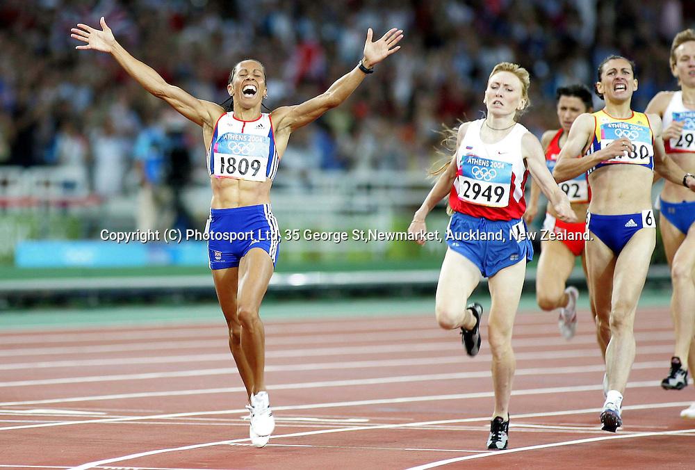 Kelly Holmes wins the Women's 1500m Final. Olympic Stadium, Athens, Greece.<br />PHOTO: Paul Thomas/PHOTOSPORT.