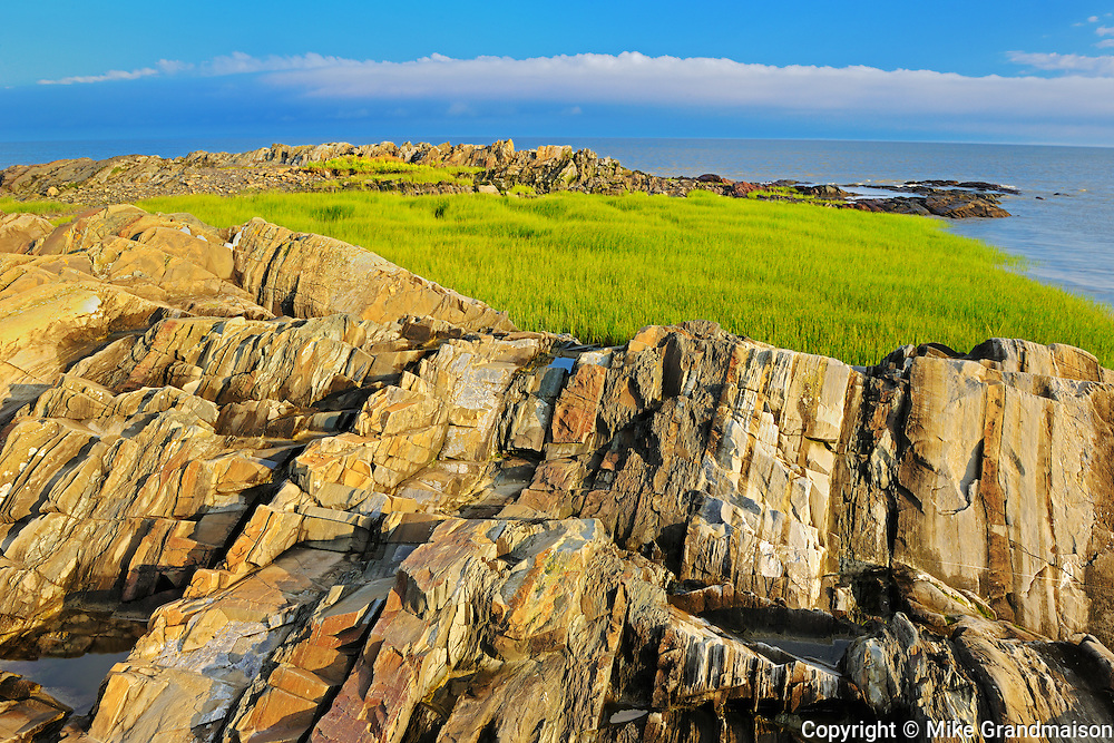 Rocky shoreline along the GUlf of St. Lawrence<br /> Saint-Roch-des-Aulnaies<br /> Quebec<br /> Canada
