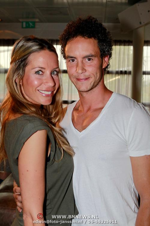 NLD/Amsterdam/20110428 - Boekpresentatie Guy van der Reijden, Renee Vervoorn en partner Guy van der Reijden