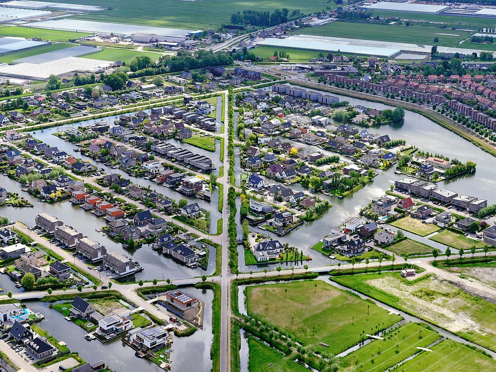 Nederland,Zuid-Holland, Rotterdam; 14–05-2020; stadsdeel Prins Alexander, Vinex-wijk Nesselande. Waterwijk met zelfbouwkavels waarop naar eigen ontwerp en welstandsvrij een woning kan worden gebouwd. Kruising Andries Fyandijk met Coenraad Swiepdijk.<br /> Prince Alexander district, Nesselande neighborhood. Waterwijk with self-build plots .<br /> <br /> luchtfoto (toeslag op standaard tarieven);<br /> aerial photo (additional fee required)<br /> copyright © 2020 foto/photo Siebe Swart