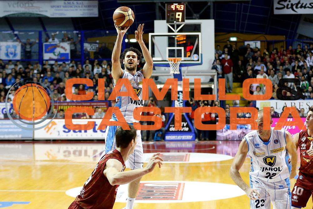 DESCRIZIONE : Venezia Lega A 2014-15 Umana Reyer Venezia Vanoli Cremona<br /> GIOCATORE : Luca Vitali<br /> CATEGORIA : Tiro<br /> SQUADRA : Umana Reyer Venezia Vanoli Cremona<br /> EVENTO : Campionato Lega A 2014-2015<br /> GARA : Umana Reyer Venezia Vanoli Cremona<br /> DATA : 29/12/2014<br /> SPORT : Pallacanestro <br /> AUTORE : Agenzia Ciamillo-Castoria/G. Contessa<br /> Galleria : Lega Basket A 2014-2015 <br /> Fotonotizia : Venezia Lega A 2014-15 Umana Reyer Venezia Vanoli Cremona