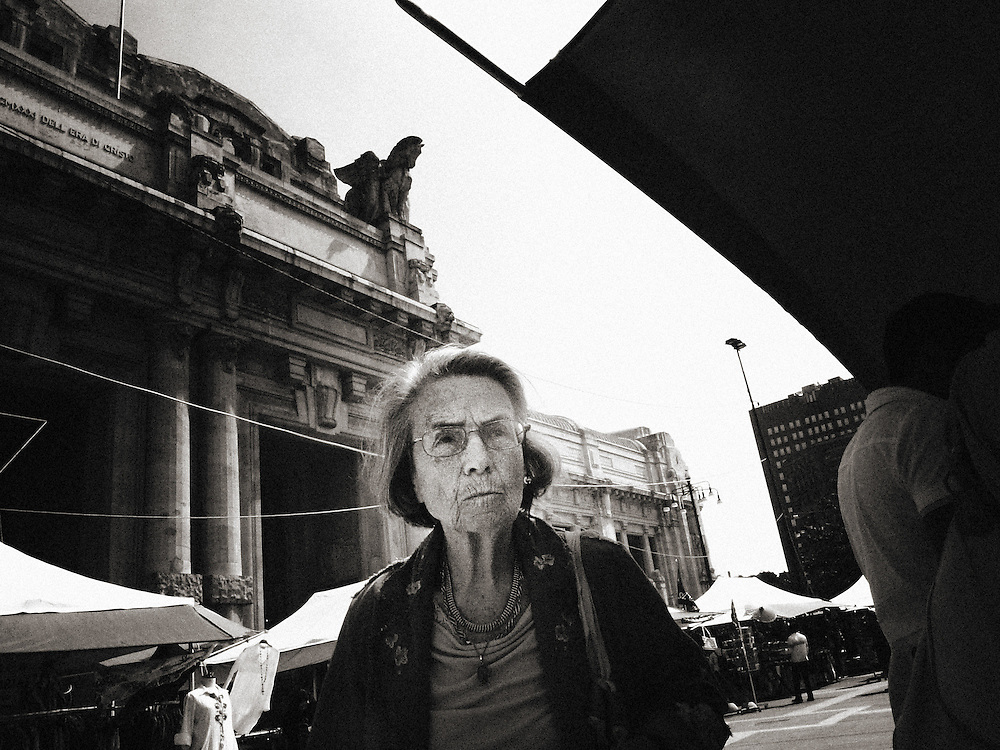 Europe,Italy,Milan,Milano,StreetPhotography, crisis, dark