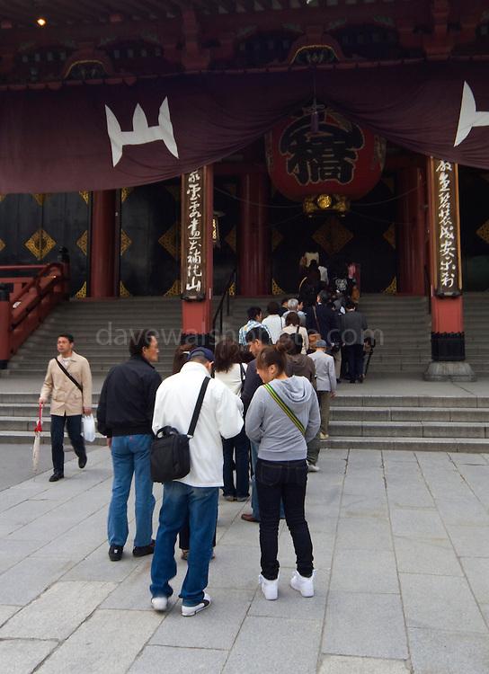Pilgrims at the Seno-ji temple, Asakusa.