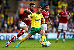Wesley Hoolahan of Norwich City is put under pressure by Marlon Pack of Bristol City - Mandatory by-line: Robbie Stephenson/JMP - 23/09/2017 - FOOTBALL - Carrow Road - Norwich, England - Norwich City v Bristol City - Sky Bet Championship