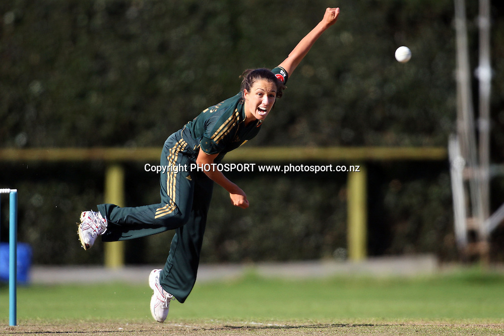 Sarah Andrews bowling, New Zealand White Ferns v Australia, Rosebowl cricket series, One day international, Queens Park, Invercargill. 6 March 2010. Photo: William Booth/PHOTOSPORT