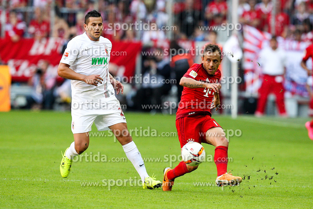 12.09.2015, Allianz Arena, Muenchen, GER, 1. FBL, FC Bayern Muenchen vs FC Augsburg, 4. Runde, im Bild l-r: im Zweikampf, Aktion, mit Raul Bobadilla #25 (FC Augsburg) und Rafinha #13 (FC Bayern Muenchen) // during the German Bundesliga 4th round match between FC Bayern Munich and FC Augsburg at the Allianz Arena in Muenchen, Germany on 2015/09/12. EXPA Pictures &copy; 2015, PhotoCredit: EXPA/ Eibner-Pressefoto/ Kolbert<br /> <br /> *****ATTENTION - OUT of GER*****