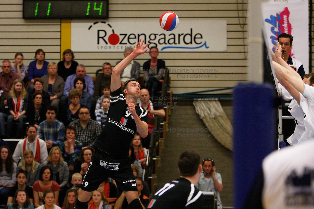 25-03-2012 VOLLEYBAL: A-LEAGUE 1/2 FINALE PLAY OFF HEREN LANGHENKEL VOLLEY - NETWERK STV: DOETINCHEM<br /> Niels Koomen, Langhenkel Volley<br /> ©2012-FotoHoogendoorn.nl / Pim Waslander