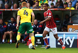 Bobby Reid of Bristol City takes on Harrison Reed of Norwich City - Mandatory by-line: Robbie Stephenson/JMP - 23/09/2017 - FOOTBALL - Carrow Road - Norwich, England - Norwich City v Bristol City - Sky Bet Championship