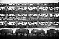 """REGGIO CALABRIA (RC) - 7 SETTEMBRE 2018:  Dei cartelli """"Salvini Premier"""", prodotti durante la campagna elettorale per le elezioni politiche del 2018, sono posti dietro alla scrivania della sala riunioni nella sede della Lega per il Coordinamento per la città metropolitana di Reggio Calabria, a Reggio Calabria il 7 settembre 2018."""