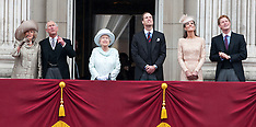 The Queen and Royal family on the balcony  5-12