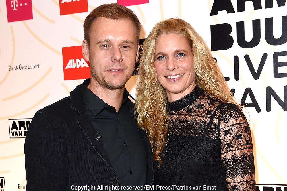 Armin van Buuren in het Van Gogh Museum tijdens de opening van Embrace Vincent, een multimediatour gemaakt door dj Armin van Buuren voor het Van Gogh. <br /> <br /> Op de foto:  Armin van Buuren met partner Erika van Thiel