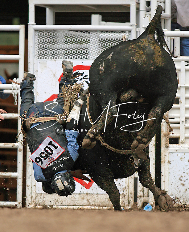 Dustin Luke Shipp gets flipped by 214 Jeramy Snidow, 27 July 2007, Cheyenne Frontier Days