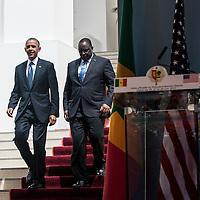 27/06/2013.  Dakar. Senegal. Les présidents Barack Obama et Macky Sall ont offert une conférence de presse au Palais Présidentiel de la République du Senegal. Michelle Obama a son arrivée. Les deux présidents à leur arrivée face au journalistes.  ©Sylvain Cherkaoui/Cosmos