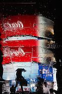 London. UK Piccadilly Circus area people reflection in the rain / Londres . Grande Bretagne. Quartier de PIccadilly. reflets des passants dans la rue