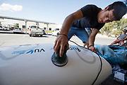 Een teamlid repareert de schade aan de fiets. Het Human Power Team Delft en Amsterdam, dat bestaat uit studenten van de TU Delft en de VU Amsterdam, is in Amerika om tijdens de World Human Powered Speed Challenge in Nevada een poging te doen het wereldrecord snelfietsen voor vrouwen te verbreken met de VeloX 7, een gestroomlijnde ligfiets. Het record is met 121,44 km/h sinds 2009 in handen van de Francaise Barbara Buatois. De Canadees Todd Reichert is de snelste man met 144,17 km/h sinds 2016.<br /> <br /> With the VeloX 7, a special recumbent bike, the Human Power Team Delft and Amsterdam, consisting of students of the TU Delft and the VU Amsterdam, wants to set a new woman's world record cycling in September at the World Human Powered Speed Challenge in Nevada. The current speed record is 121,44 km/h, set in 2009 by Barbara Buatois. The fastest man is Todd Reichert with 144,17 km/h.