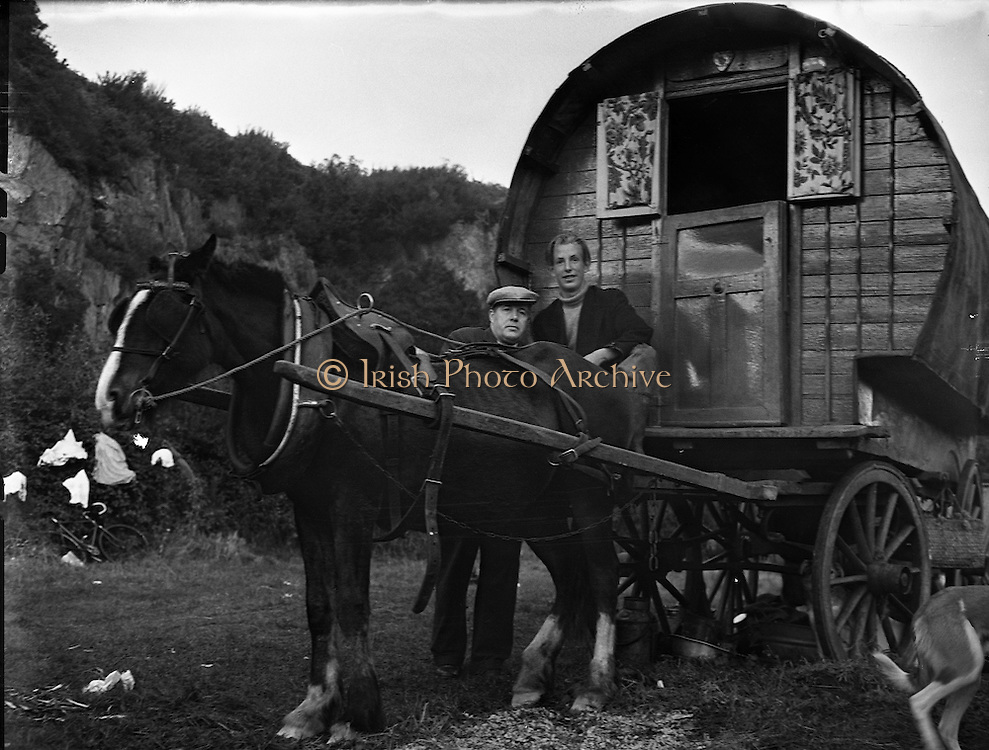 Travelling family, the Murphy's, at Kilpedder, Co. Wicklow.13/10/1958 Barrel Top Wagon.