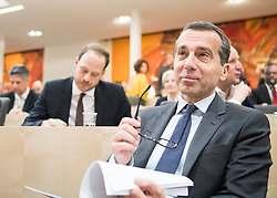 20.12.2017, Hofburg, Wien, AUT, Parlament, Nationalratssitzung, Sitzung des Nationalrates beginnend mit Wahl der neuen Präsidiumsmitglieder und Erklärung der neu angelobten Türkis-Blauen Regierung, im Bild SPÖ-Klubobmann Christian Kern // Party whip of the Austrian Social Democratic Party Christian Kern during meeting of the National Council of austria at Hofburg palace in Vienna, Austria on 2017/12/20, EXPA Pictures © 2017, PhotoCredit: EXPA/ Michael Gruber