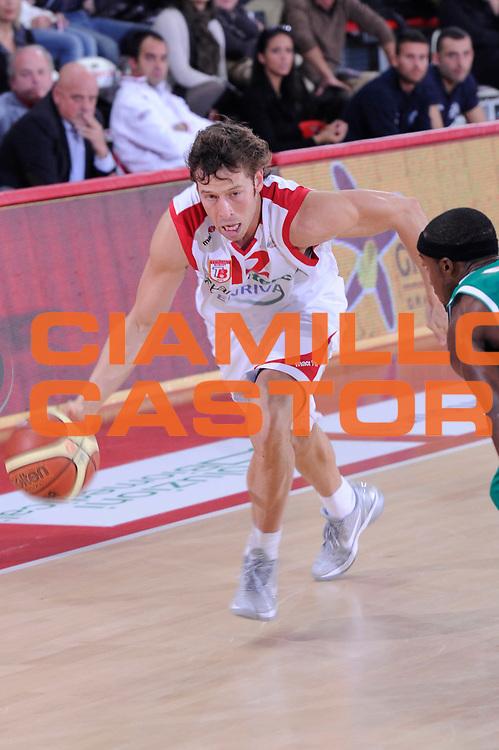 DESCRIZIONE : Teramo Lega A 2011-12 Bancatercas Teramo Sidigas Avellino<br /> GIOCATORE : Robert Fultz<br /> CATEGORIA : palleggio penetrazione<br /> SQUADRA : Bancatercas Teramo<br /> EVENTO : Campionato Lega A 2011-2012<br /> GARA : Bancatercas Teramo Sidigas Avellino<br /> DATA : 30/10/2011<br /> SPORT : Pallacanestro<br /> AUTORE : Agenzia Ciamillo-Castoria/C.De Massis<br /> Galleria : Lega Basket A 2011-2012<br /> Fotonotizia : Teramo Lega A 2011-12 Bancatercas Teramo Sidigas Avellino<br /> Predefinita :