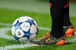 15-09-2015 NED: UEFA CL PSV - Manchester United, Eindhoven<br /> PSV kende een droomstart in de Champions League. De Eindhovenaren waren in eigen huis te sterk voor de miljoenenploeg Manchester United: 2-1 / Memphis Depay legt de bal goed voor een corner, Adidas, CL bal, item
