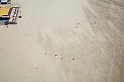 Nederland, Noord-Holland, Wijk aan Zee, 16-04-2008; buggyen (buggien): surfers op een karretje (buggy) worden voortbewogen door een vlieger (kite); links in beeld strandtent Aloha; zee, strand, duin, duinen, strandpaviljoen,wind, risicosport ..luchtfoto (toeslag); aerial photo (additional fee required); .foto Siebe Swart / photo Siebe Swart