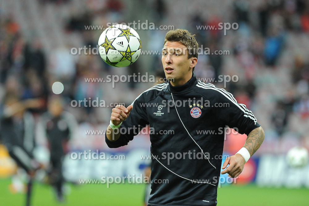 19.09.2012, Allianz Arena, Muenchen, GER, UEFA Champions League, FC Bayern Muenchen vs FC Valencia, Gruppe F, im Bild Mario MANDZUKIC (FC Bayern Muenchen) vor dem Spiel gegen Valencia // during the UEFA Champions League group F match between FC Bayern Munich and Valencia CF at the Allianz Arena, Munich, Germany on 2012/09/19. EXPA Pictures © 2012, PhotoCredit: EXPA/ Eibner/ Wolfgang Stuetzle..***** ATTENTION - OUT OF GER *****