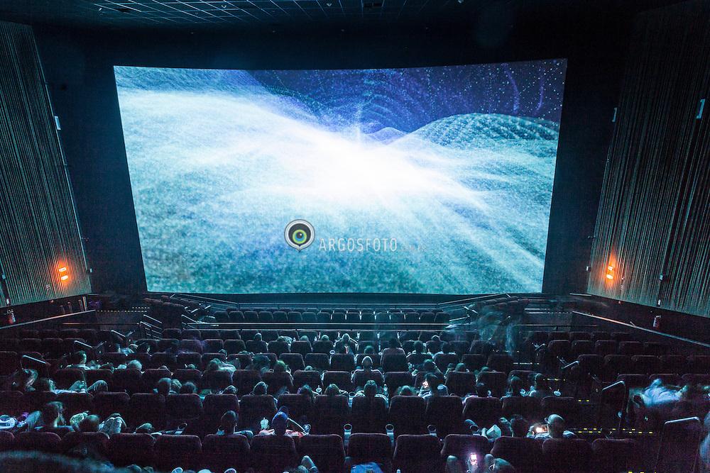 Sao Paulo, 20/01/2012. Interior de uma sala de cinema IMAX em Sao Paulo. Uma sala de cinema (ou simplesmente um cinema) eh qualquer sala onde ocorrem projecoes de filmes cinematograficos, mas especialmente uma sala de espetaculos de carater comercial equipada para esta finalidade. Uma tela padrao IMAX tem 22 metros de largura e 16,1 metros  de altura, mas podem ser maiores./ An audience views a film in an IMAX Theatre in Sao Paulo,  Brazil. A movie theater (also called a cinema, movie house, film house, film theater or picture house) is a venue, usually a building, for viewing film. IMAX (an abbreviation for Image Maximum) is a motion picture film format and a set of cinema projection standards created by the Canadian company IMAX Corporation.