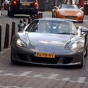 NLD/Amsterdam/20061111 - Huwelijk Christijan Albers en Liselore Kooijman, aankokst Christijan in een Porsche