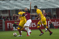 September 1, 2018 - Milan, Italy - Serie A football, AC Milan versus AS Roma; Gonzalo Higuaín of AC Milan competes for the ball with Steven Nzonzi of AS Roma (Credit Image: © Gaetano Piazzolla/Pacific Press via ZUMA Wire)