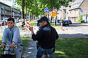 In Utrecht reageert een man op een fiets boos op een jongen die tegen het verkeer in fietst op een tijdelijk smal fietspad.<br /> <br /> In Utrecht a man on a bike is angry on a boy who is riding his bike at the wrong side.