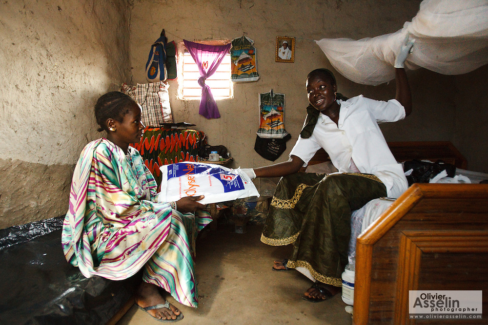 Nurse Maba N'Djim explains to Kegneba Diakite, 28, 6 mo pregnant, how to use her new treated mosquito net during a prenatal consultation in the village of Banankoro, Mali on Saturday August 28, 2010. Pregnant women receive a treated net on their first prenatal consultation..
