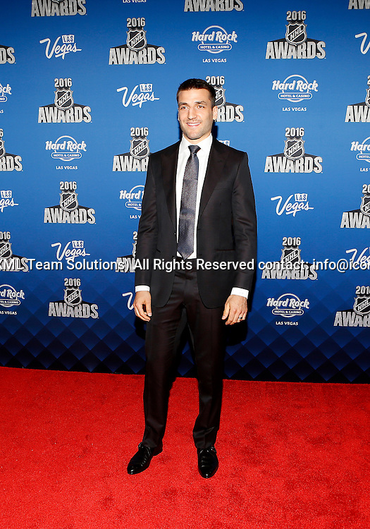 2016 June 22: Boston Bruins Patrice Bergeron poses for a photograph on the red carpet during the 2016 NHL Awards at the Hard Rock Hotel and Casino in Las Vegas, Nevada. (Photo by Marc Sanchez/Icon Sportswire)