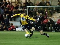 Fotball, 28 Januar 2005, treningskamp, Vestlandshallen, Brann - Start, Kristofer Hæstad, Start, og Paul Scharner, Brann. Foto: Kjetil Espetvedt, Digitalsport.