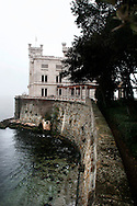 Il castello di Miramare situato sul promontorio di Grignano, Golfo di Trieste. The Miramare Castle located on a promontory of Grignano, Gulf of Trieste.