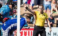 UTRECHT -  Scheidsrechter Paul vd Assum,  tijdens   de finale van de play-offs om de landtitel tussen de heren van Kampong en Amsterdam (3-1). Kampong kampioen van Nederland. COPYRIGHT  KOEN SUYK