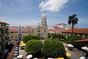Vista general de la Plaza Bolivar en el casco antiguo de la ciudad de Panama. El Casco antiguo es la ciudad colonial de Panamá, que fue reconstruida después del saqueo del pirata Henry Morgan. Actualmente conserva su  arquitectura colonial, y es visitada por turista por sus restaurantes, tiendas y galerías de arte..Foto: Ramon Lepage / Istmophoto.